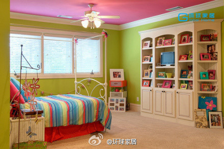 Colorful vitality theme bedroom